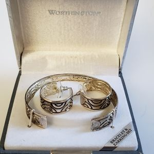 New Worthington jewelry set.